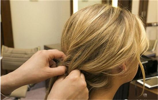 没有吹风机怎么让头发蓬松 如何快速吹干头发